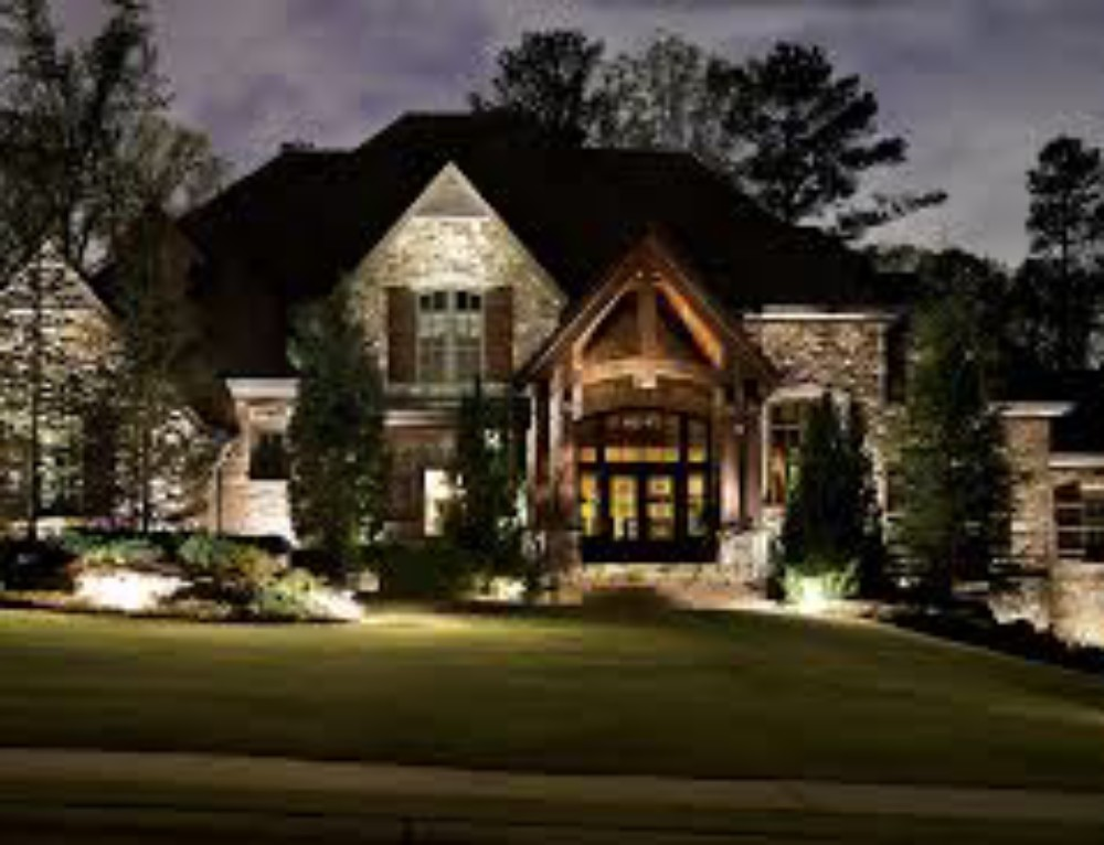The Right Outdoor Lighting Can Help You Sell Your Home